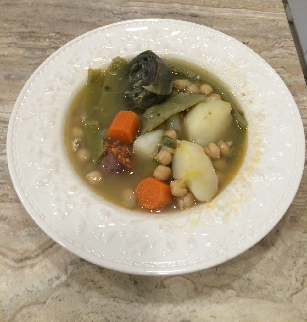 Guiso de garbanzos y patata con verdura y chorizo